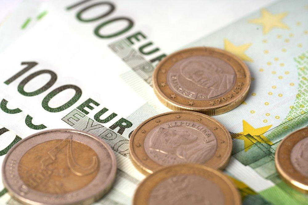 Money,Laundering,On,Clothesline,On,Light,Background.,100,Eur,Notes.